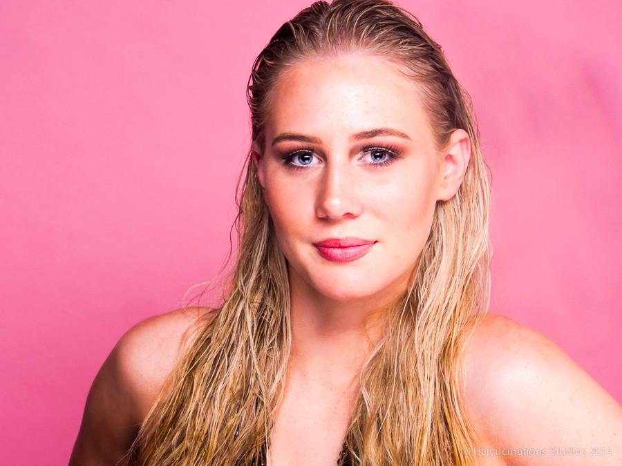This summer blonde Australian girl
